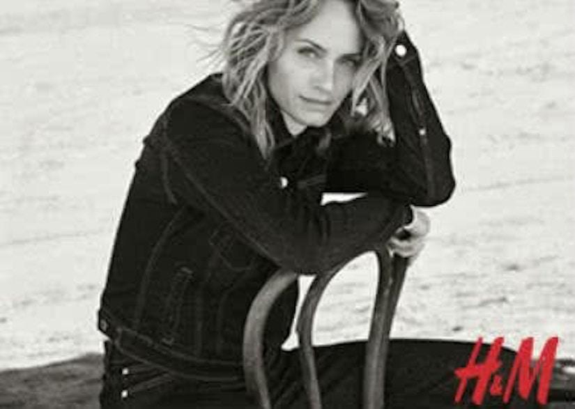 Model mit Schriftzug H&M