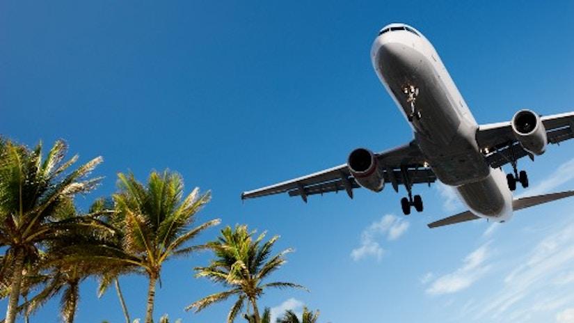 Ein Flugzeug beim Landeanflug