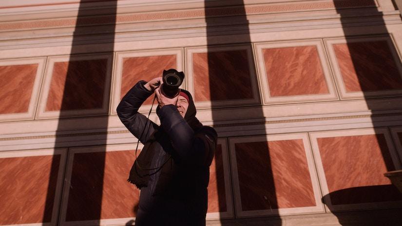 Mann mit Kamera, Frontansicht