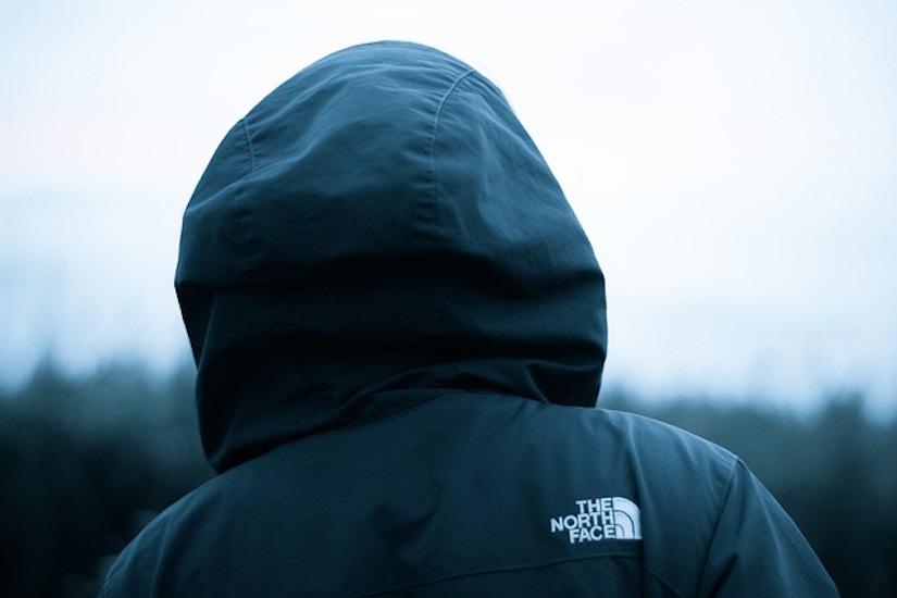 Mensch mit North Face Jacke
