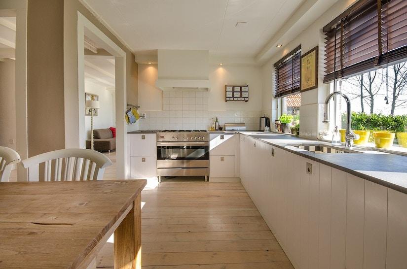 Neue Küche mit viel Holz