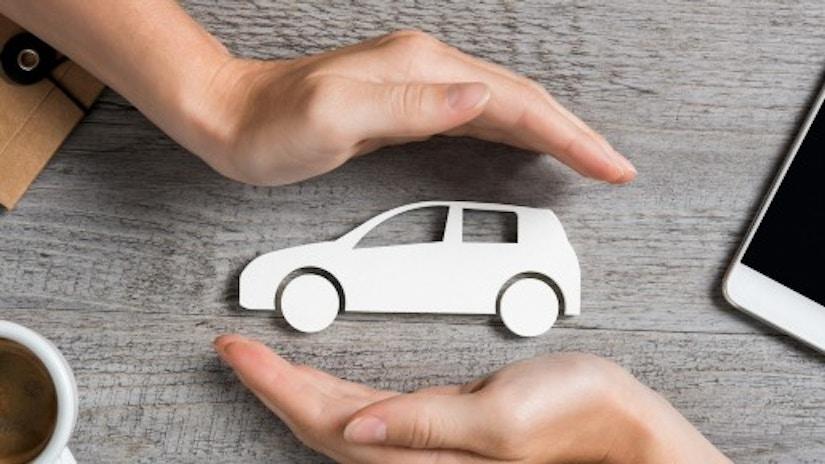 Ein Auto aus Pappe.