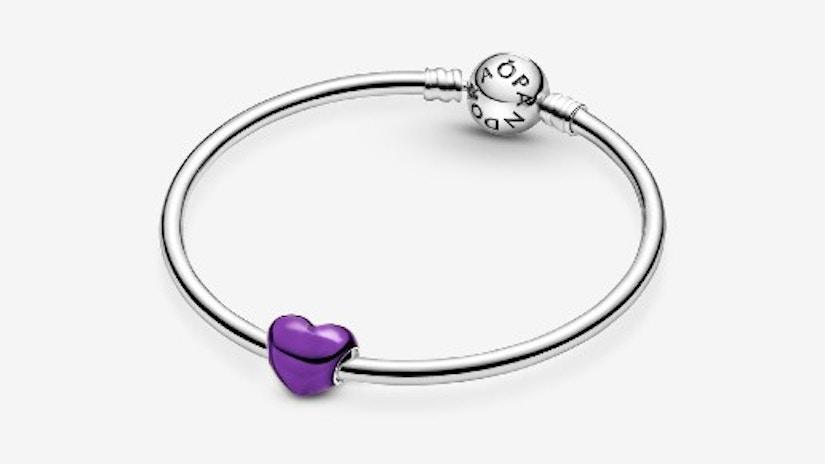 Violettes Metallic-Herz Charm von PANDORA