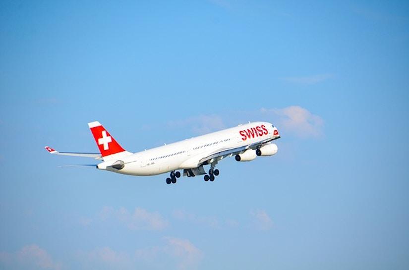 Passagiermaschine von Swiss beim Start.