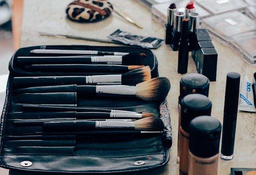 Make-Up Pinsel, Make-Up aufgereiht