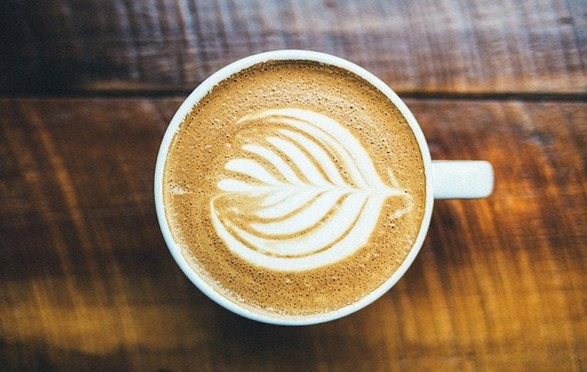 Cappuccino mit Milchschaum-Herz