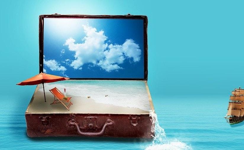 Koffer mit Sand gefüllt und Himmel