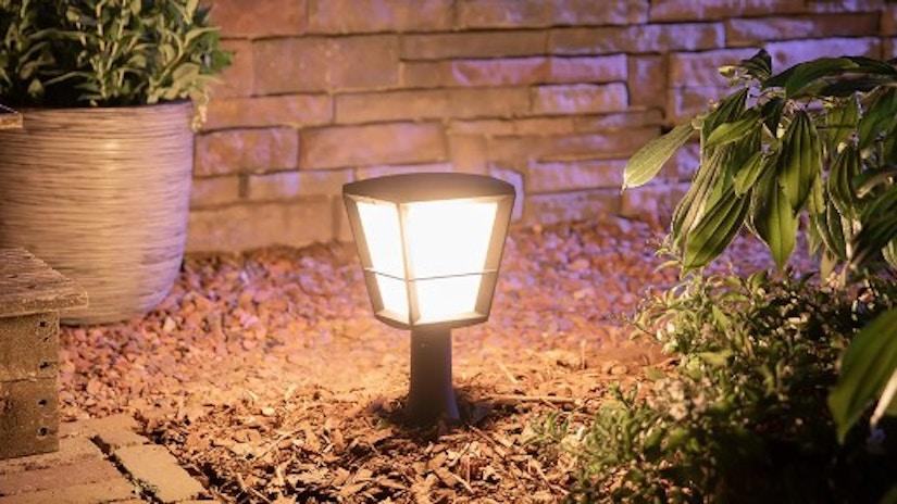 Philips Hue White+Color Econic LED-Sockelleuchte